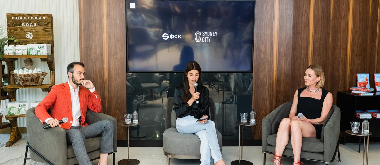 Наташа Давыдова и Юлия Шарапова на Public Talk о счастье и благополучии.