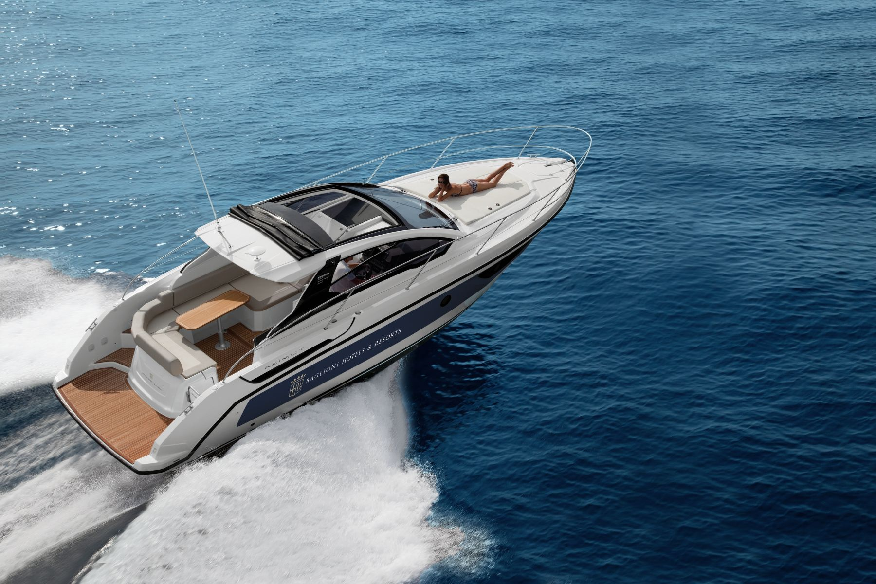 Baglioni Resort Sardinia и V MARINE организуют морские прогулки по Сардинии на элегантных яхтах Azimut Yachts.