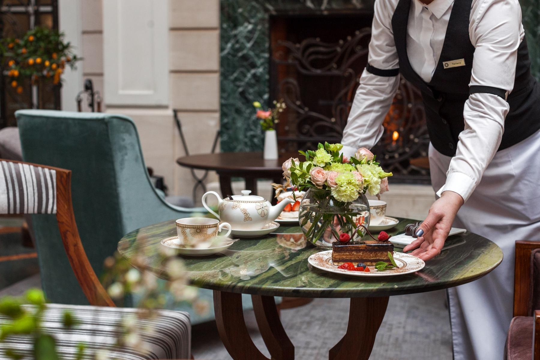 Праздник вкуса: коллекция тортов  кондитерской Гранд Отеля Европа отмечает 30-летие